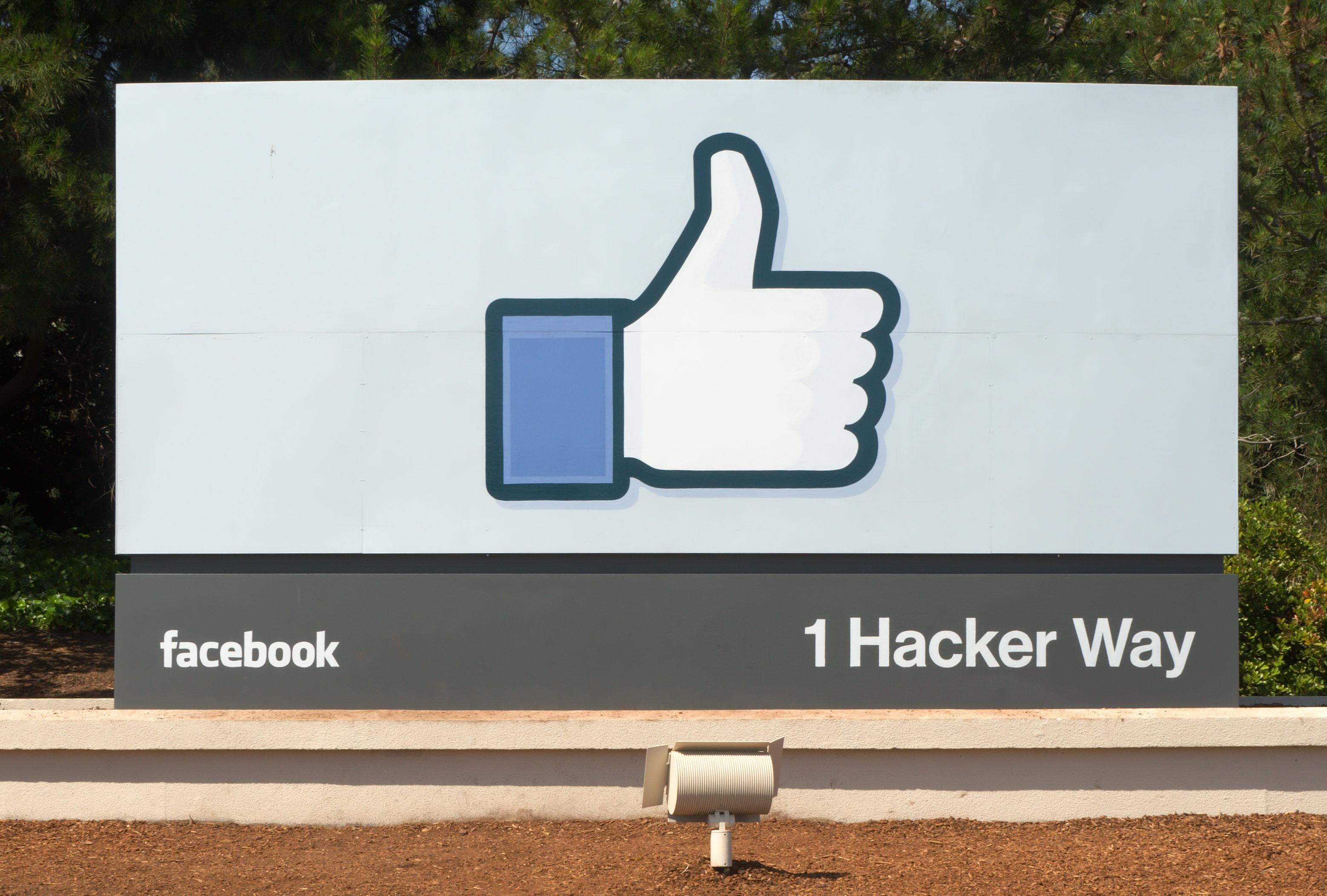 Facebook_Headquarters_Entrance_Sign_Menlo_Park-e1493846796266.jpg